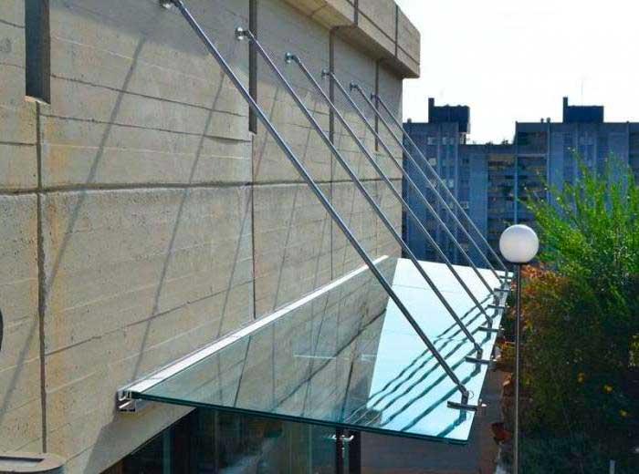 Фото навеса из цельного стекла